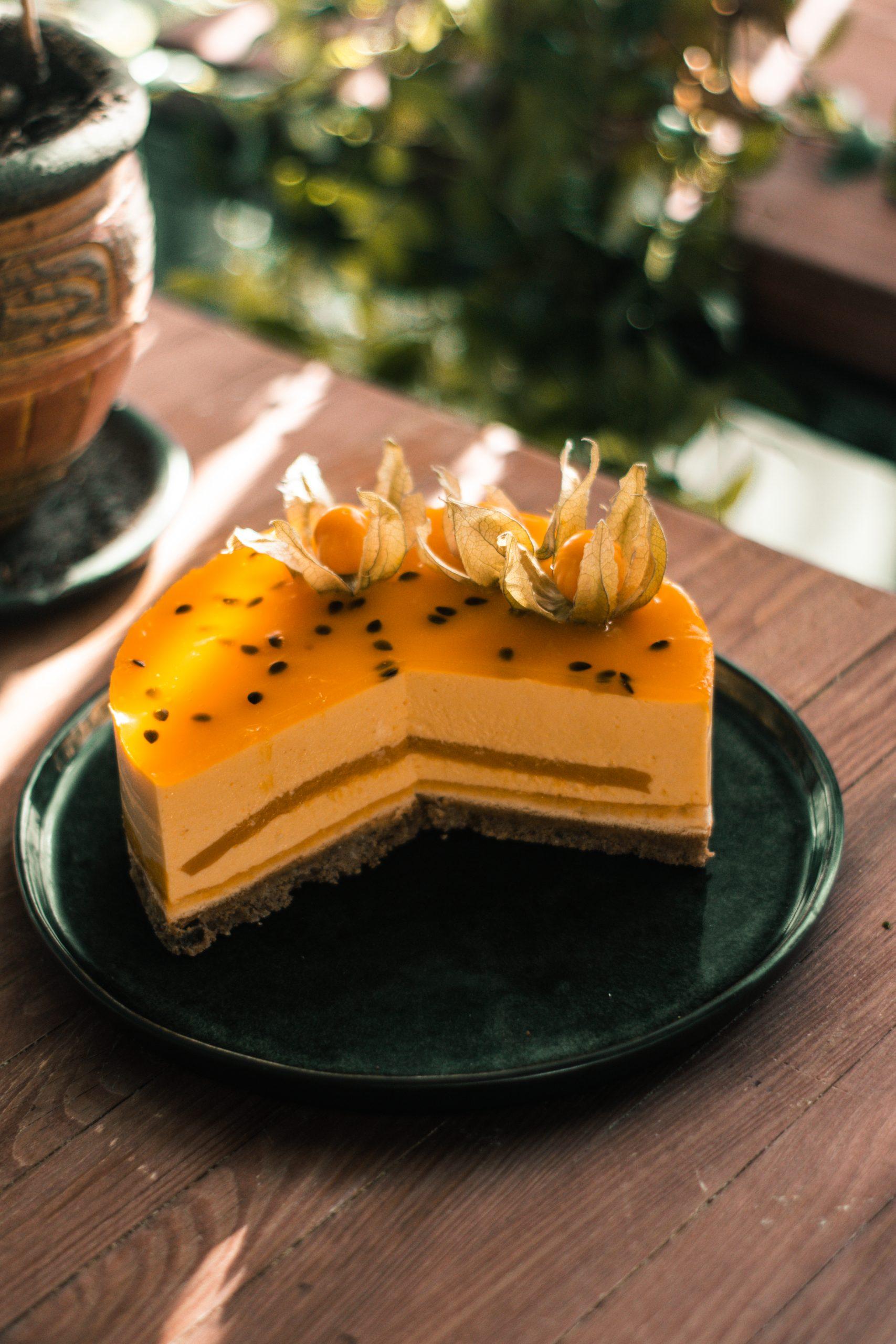 Mangų- pasiflorų tortas (apie 1 kg.)